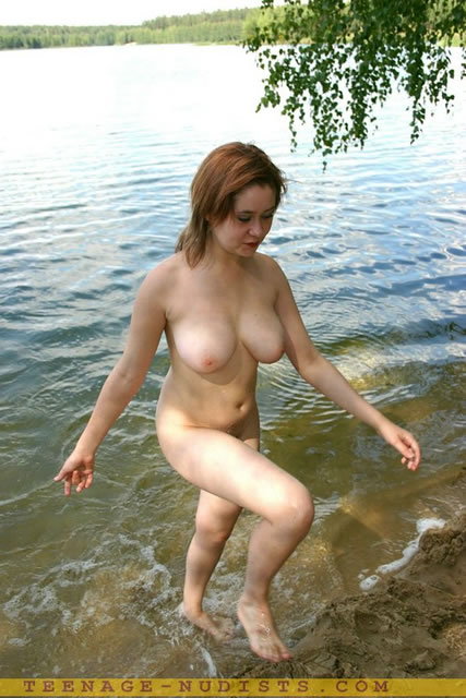 This excellent swimming nudist
